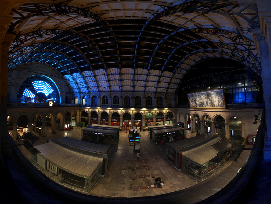 pano_gare_rosace_balcon_pigeons